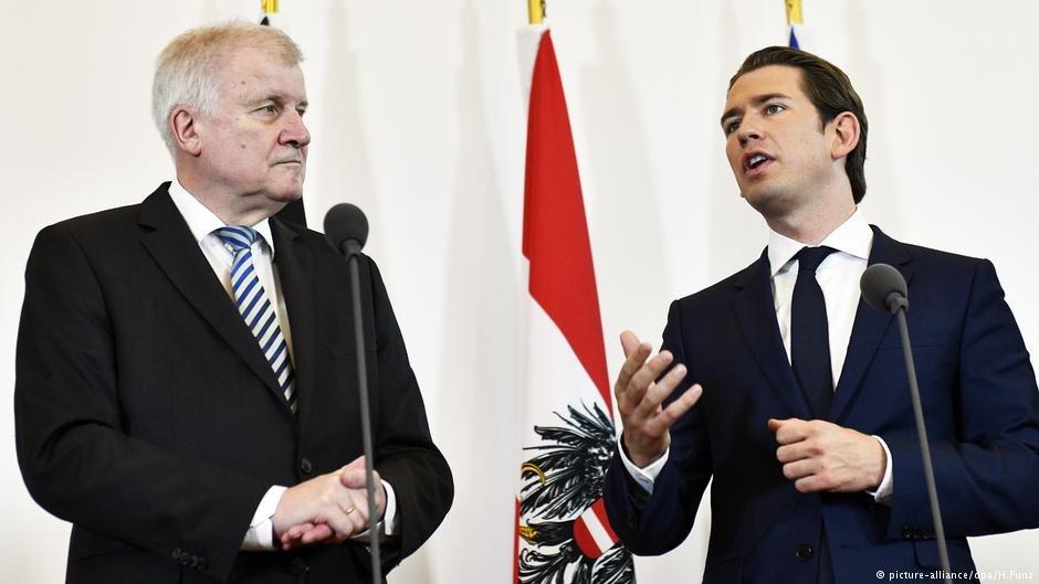 هورست زیهوفر، وزیر داخله آلمان (طرف چپ) و سبستیان کورتس، صدراعظم اتریش تصمیم گرفتند که به دنبال اقداماتی برای جلوگیری از ورود مهاجران به اروپای مرکزی باشند.