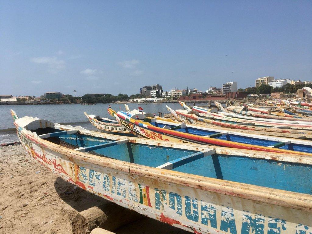 C'est à bord de ces pirogues que les jeunes Sénégalais tentent de rejoindre les Canaries. Crédit : RFI / Charlotte Idrac