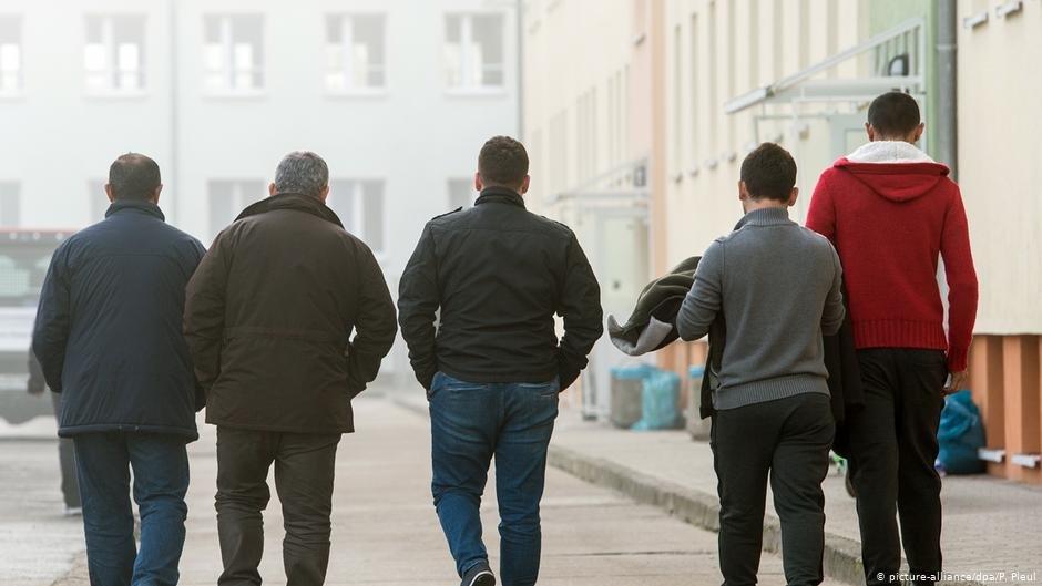 عکس از آرشیف/ کابینه حکومت آلمان فدرال با یک مسوده قانون در زمینه سختگیری بیشتر برای اخراج پناهجویان موافقت کرده است.