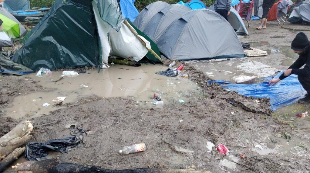 Le camp de Grande-Synthe a subi de plein fouet le passage de la tempête Aurore. Crédit : Utopia 56