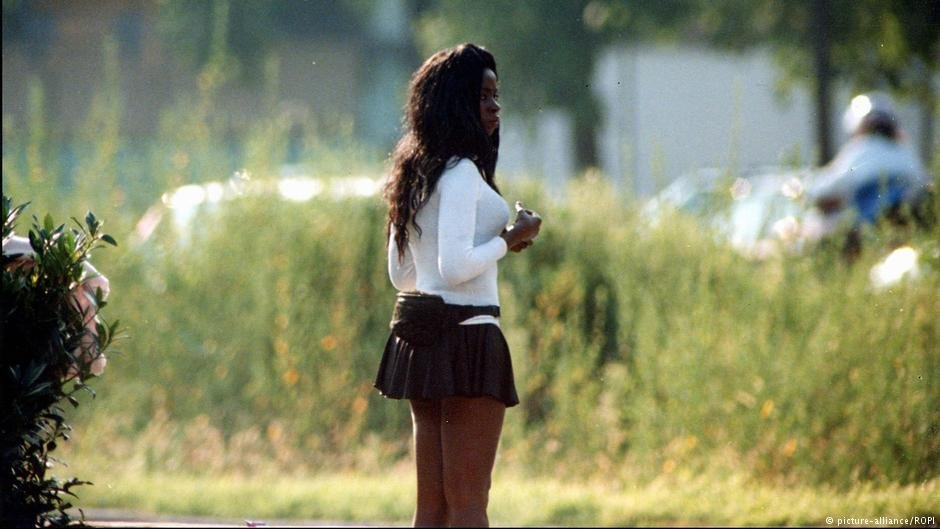 An archive picture of a prostitute apparently waiting for clients by a road in Milan Italy | Photo: Picture Alliance / ROPI