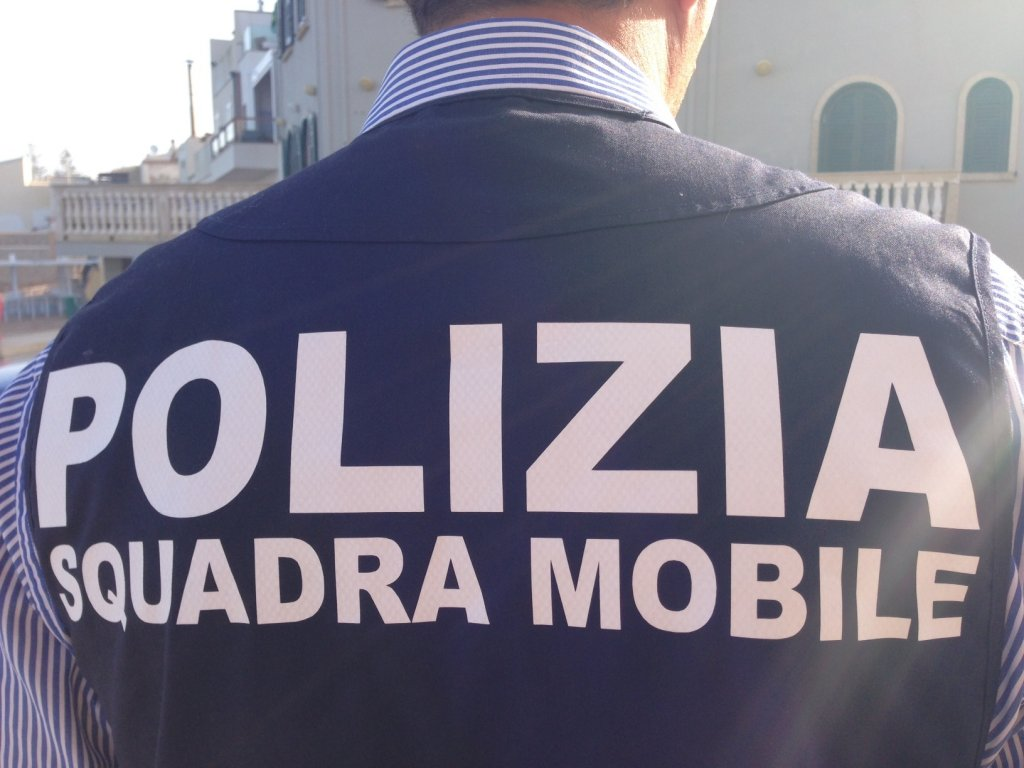 An Italian police officer from the Squadra Mobile | Photo: ANSA