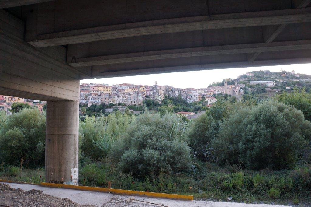 Dans les rues de la ville de Vintimille, les migrants sont désoeuvrés, surtout depuis la fermeture du camp de la Roya. Crédit : InfoMigrants