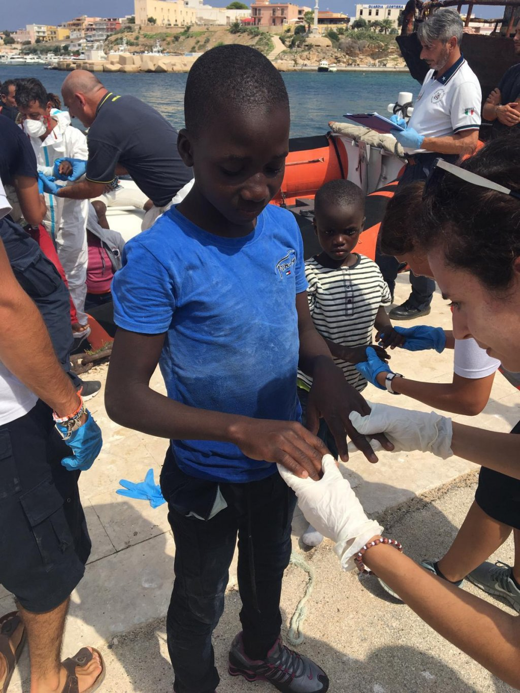 Italian authorities perform health checks on all new arrivals | Photo: ANSA