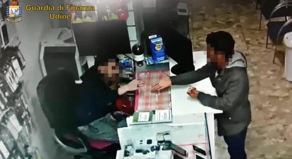 ANSA / صورة مأخوذة من شريط فيديو لشرطة الأموال تظهر نافذة التحويل غير الشرعي للأموال. المصدر: أنسا/ شرطة الأموال الإيطالية.