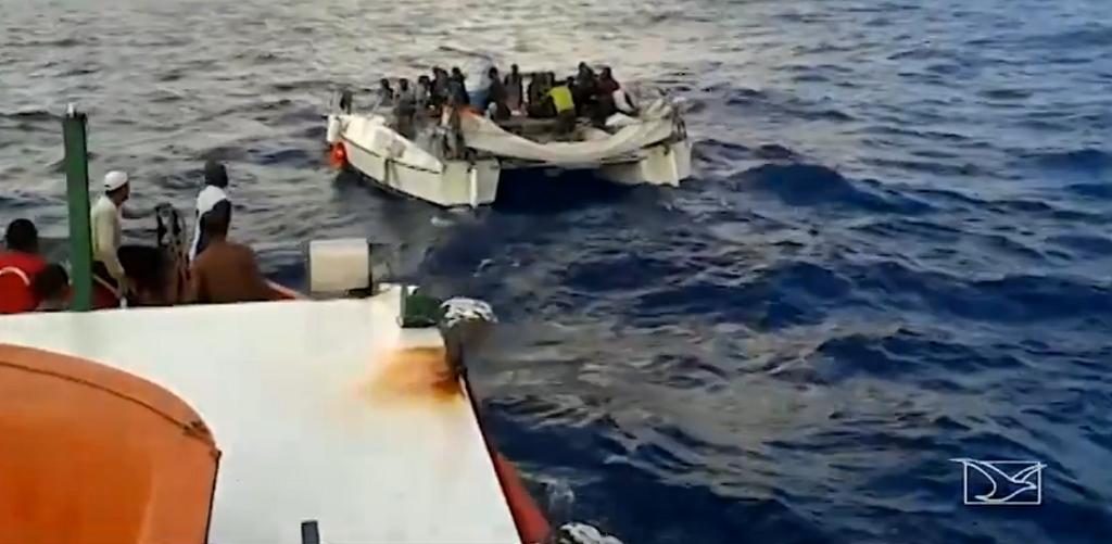 Des pêcheurs brésiliens ont récupérés les 25 migrants au large des côtes brésiliennes. Capture d'écran Globo