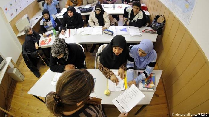 picture-alliance/R4200 |فصل لتعلم اللغة الألمانية في برلين نويكولن (14 فبراير/ شباط 2008 ـ أرشيف)