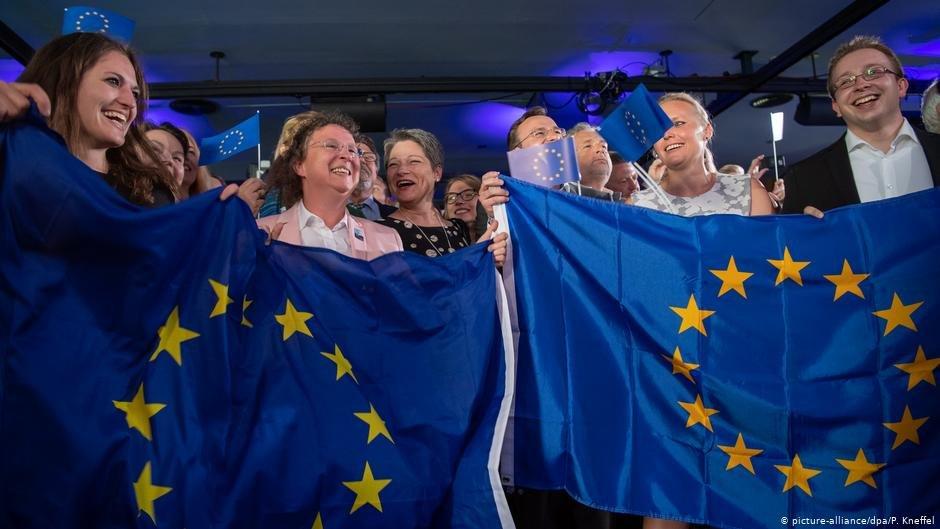 احزاب پوپولیست و ملیگرا در برخی از کشورهای اتحادیه اروپا مانند ایتالیا و فرانسه پیروزی های قابل توجهی داشته اند.