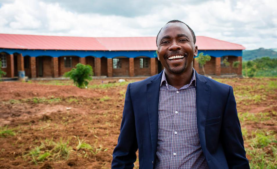 """إنوسنت ماغامبي مدير مشروع """"هناك أمل"""" لمساعدة اللاجئين بمخيم دزاليكا في ملاوي"""