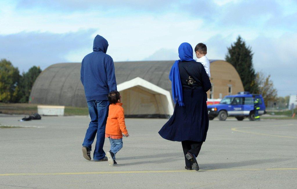 أسرة في أحد مخيمات اللاجئين في ألمانيا. المصدر: أنسا/ إي بي إيه/ توبياس هاسي.