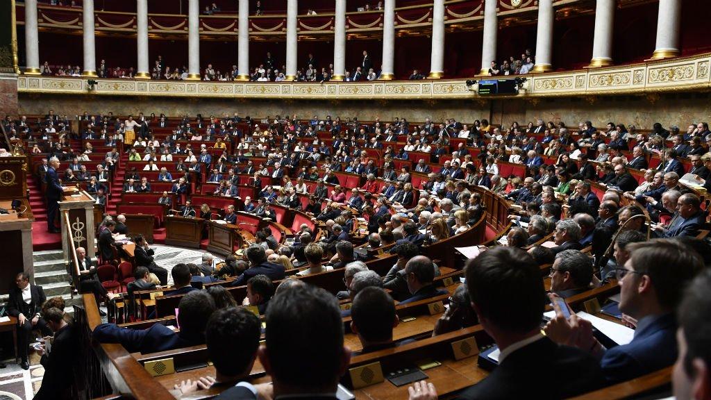 نمایندگان پارلمان فرانسه در حال بحث درباره قانون پناهندگی و مهاجرت.