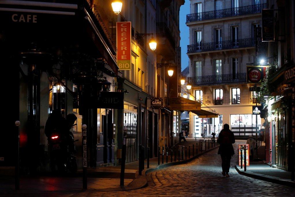 فرانسه کې قرنطین د دسمبر پر ۱۵ پاتې ته ورسید خو پر تګ راتګ بندیز لاهم پر ځای پاتې.انځور: روتیرز