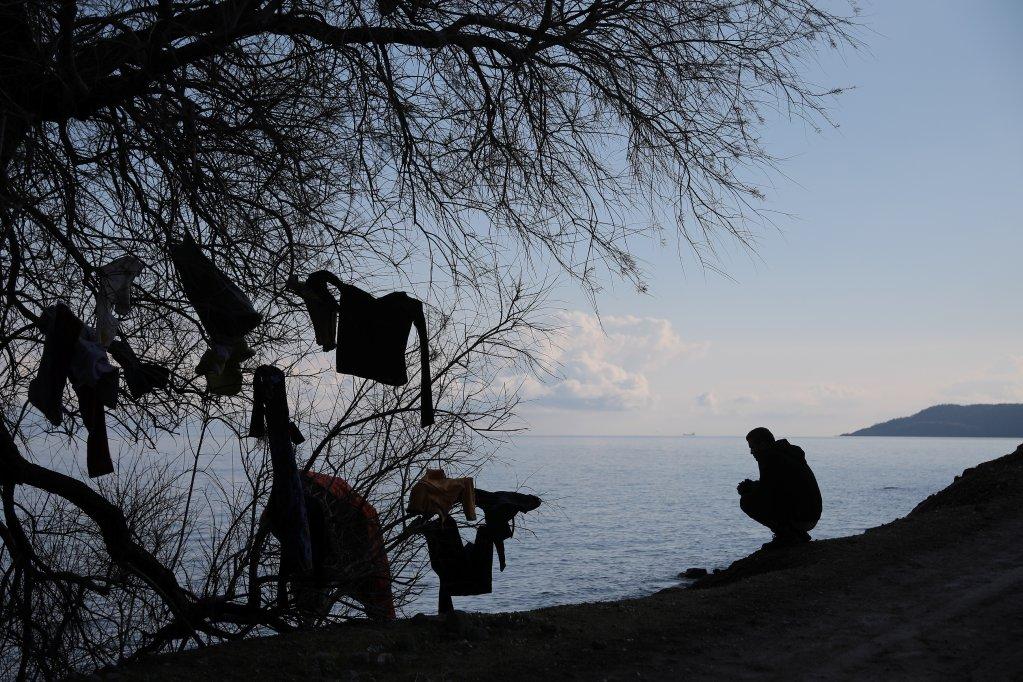 د مارچ ۶مه: د لېسبوس ټاپو سکالا سیکامیاس ساحل ته نوی رسېدلی کډوال. کرېډېټ: رویترز، کوستاس بالتاس