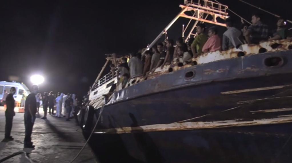 A boat carrying hundreds of migrants arrived on Lampedusa island Monday night (September 27, 2021) | Source: Screenshot Associated Press (APTN)