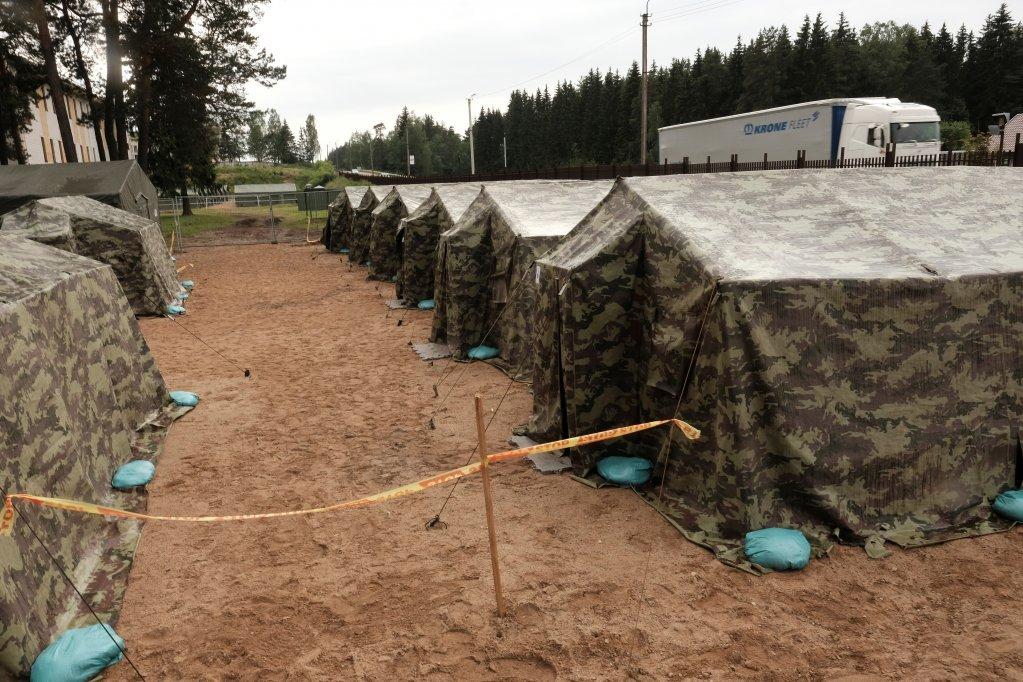 لیتوانیا د مهاجرو د هرکلي لپاره له بېلاروس سره پر پوله کمپ جوړ کړی. انځور: رویټرز، جولای ۲۰۲۱