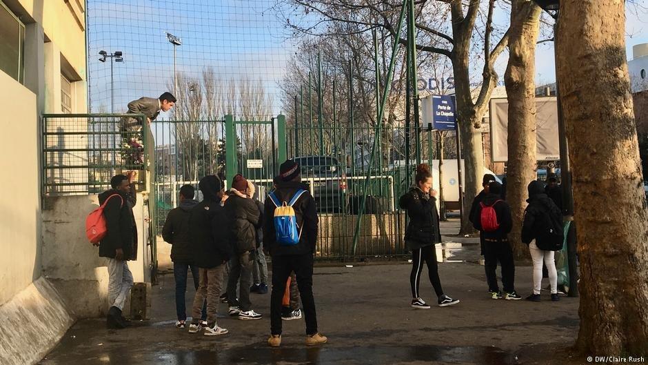 Des mineurs étrangers isolés dans le nord de Paris. Crédit DW/Claire Rush