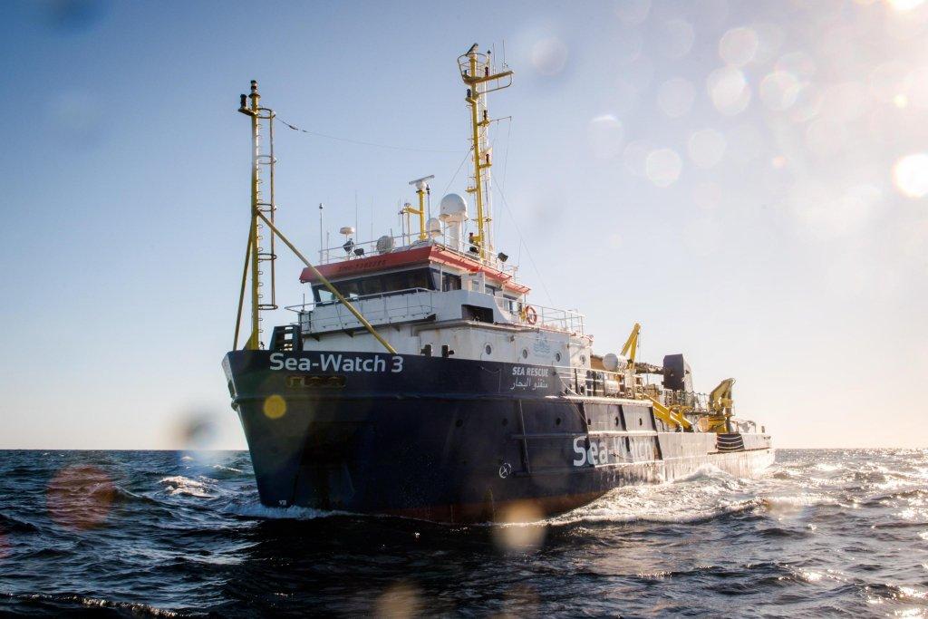 """ANSA / سفينة الإنقاذ """"سي ووتش 3"""" بالقرب من السواحل الليبية في 19 ديسمبر 2018. المصدر: إي بي أيه/ كريس جرودوتسكي/ منظمة سي ووتش."""