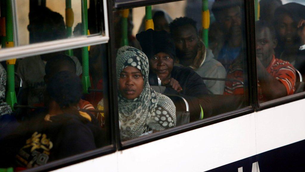 پناهجویان نجات داده شده توسط کشتی لایف لاین، روز ٢٧ جون ٢٠١٨، عکس از REUTERS/Darrin Zammit Lupi