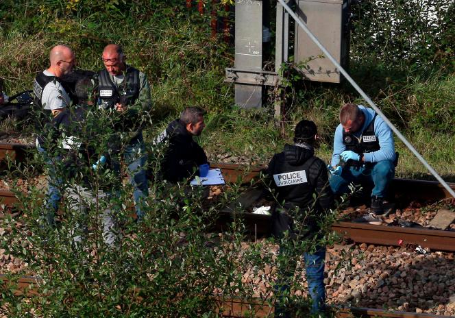 Très fatigués, les quatre migrants s'étaient réfugiés sur les voies pour échapper aux contrôles de police, nombreux dans la région. Crédit : Capture d'écran/Twitter