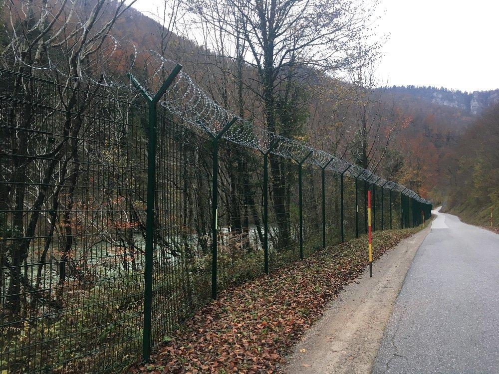 De nombreuses clôtures ont été érigées le long de la frontière entre la Slovénie et la Croatie pour empêcher le passage de migrants clandestins (archive). Crédit : Dana Alboz / InfoMigrants