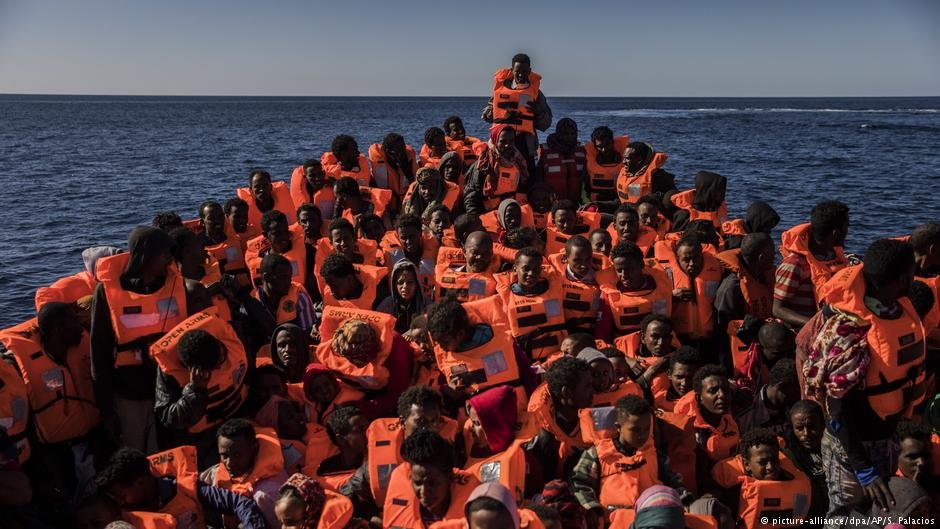 Migrants off the coast of Libya | Photo: Picture-alliance/dpa/AP/S.Palacios