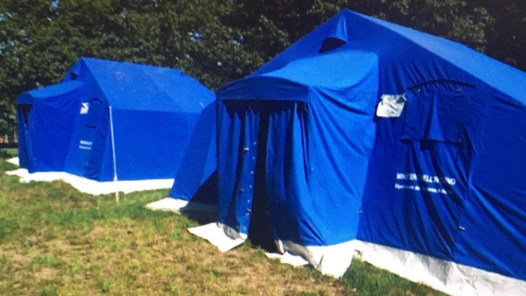 ANSA / بعض الخيام المقامة في ضواحي تريستا من أجل الحجر الصحي للمهاجرين الوافدين للإقليم. المصدر: أنسا / أليسي ريتا فوميس.