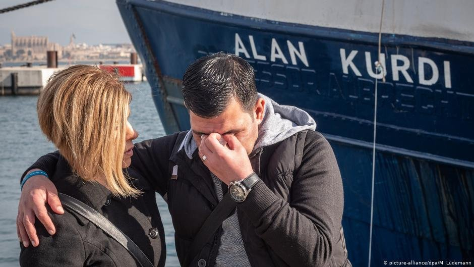Tima (l.) and Abdullah Kurdi attended the renaming of the rescue ship after Aylan Kurdi earlier in 2019 | Picture-alliance/dpa/M.Lüdemann
