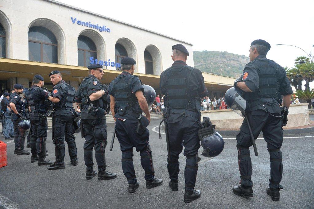 Italian police at the train station of the border town of Ventimiglia | Photo: ANSA/LUCA ZENNARO