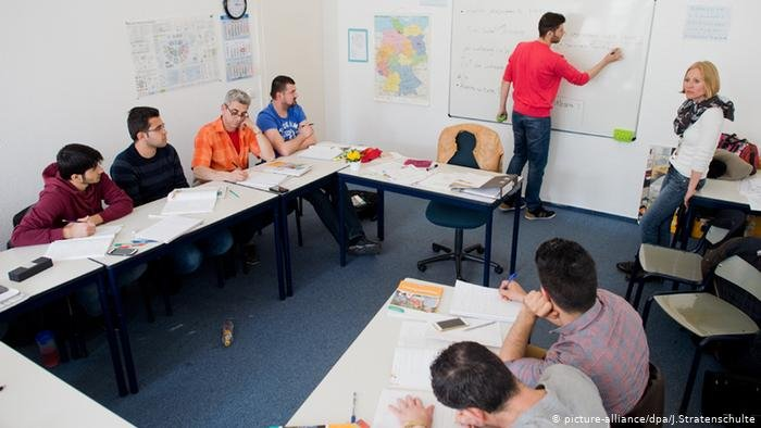 picture-alliance/dpa/J.Stratenschulte |الحكومة الألمانية تخصص مبالغ إضافية لدعم جهود حكومة الولايات في دمح اللاجئين