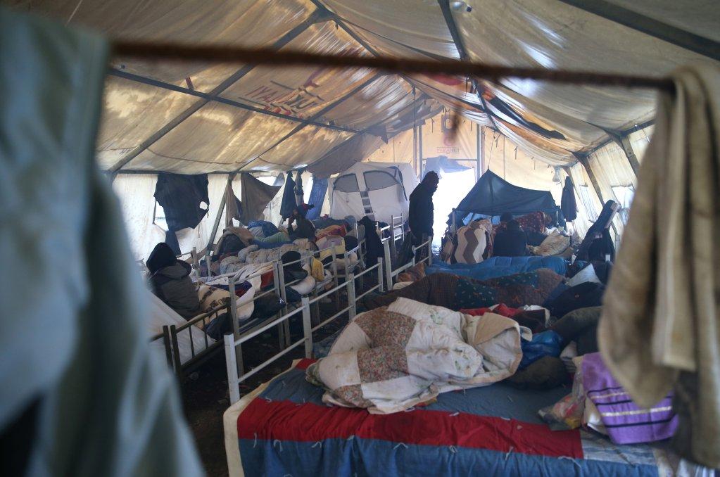 الوضع داخل أحد الخيم في مخيم فوتشياك في البوسنة. المصدر: رويترز
