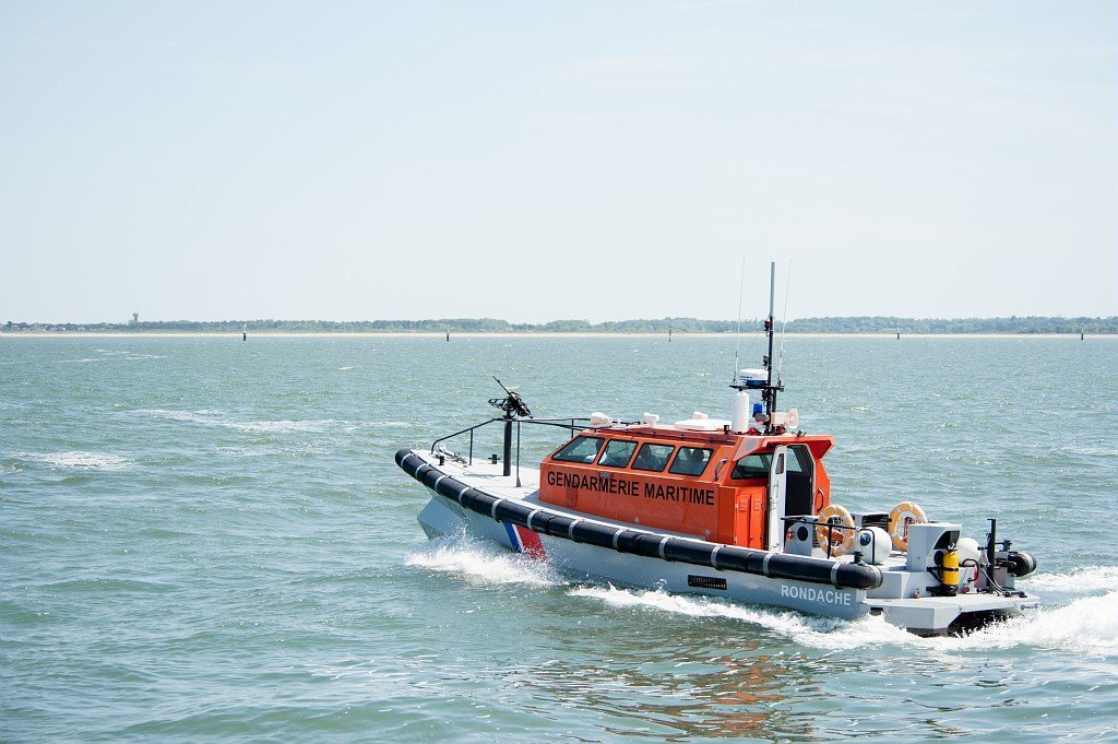 La police aux frontières française à secouru un migrant qui tenté de rejoindre l'Angleterre à bord d'un kayak. Crédit : Préfecture maritime de la Manche et de la mer du Nord