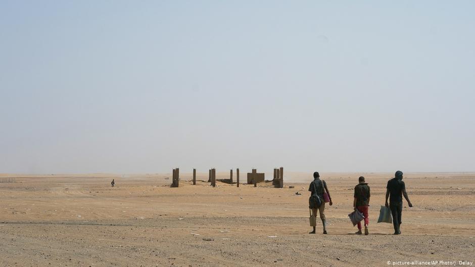 Avec d'autres migrants, Amadou a parcouru 40km dans le désert (archives). Crédit : Picture alliance