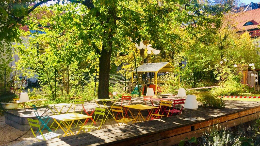 Le jardin de l'hôtel Magdas à Vienne. Crédit : Anne-Diandra Louarn/InfoMigrants