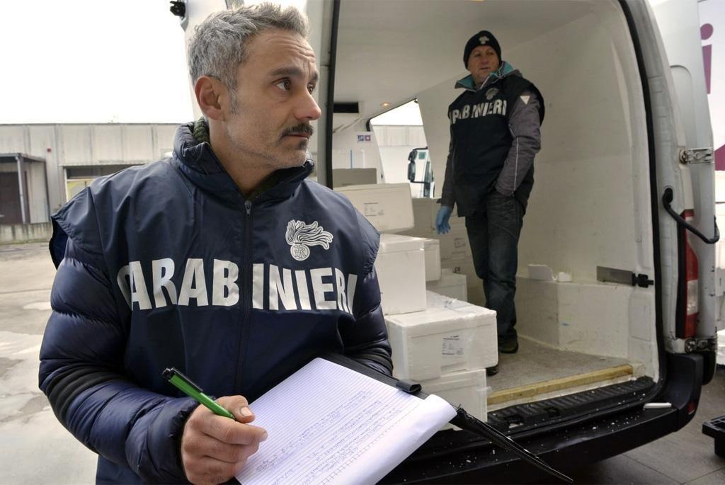 ANSA / الشرطة تقوم بعملية مداهمة ومصادرة لمركز استضافة للمهاجرين في نابولي/ حقوق الصورة. أنسا.