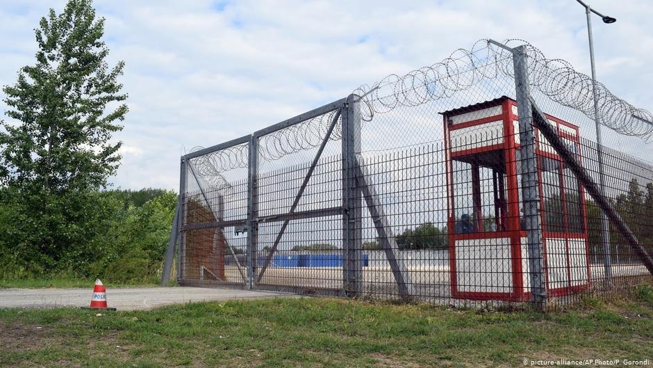 Transit zone in Hungary   Photo: Picture-alliance/AP Photo/P.Gorondi