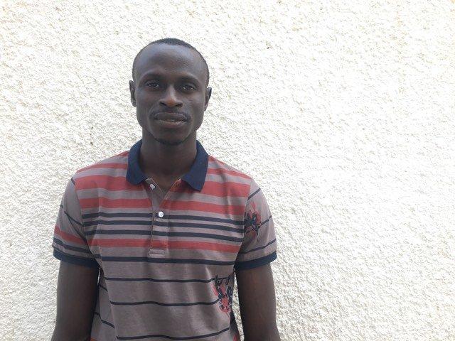 Ismaïla a passé plusieurs mois en Libye. Aujourd'hui, il témoigne auprès d'autres migrants. Crédit : Leslie Carretero