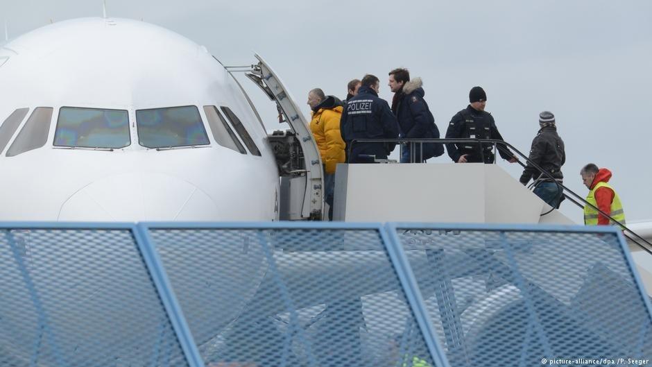 هزاران پناهجویی که از آلمان اخراج شده اند و یا داوطلبانه این کشور را ترک کرده اند، بار دیگر به آلمان برگشته اند.