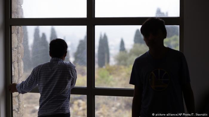 دوه کم سنه کډوال د یونان پلازمېنه اټن په یوه مرکز کې. کرېډېټ: پېکچر الاینز، اې پي فوټو، ت. استاوراکیس