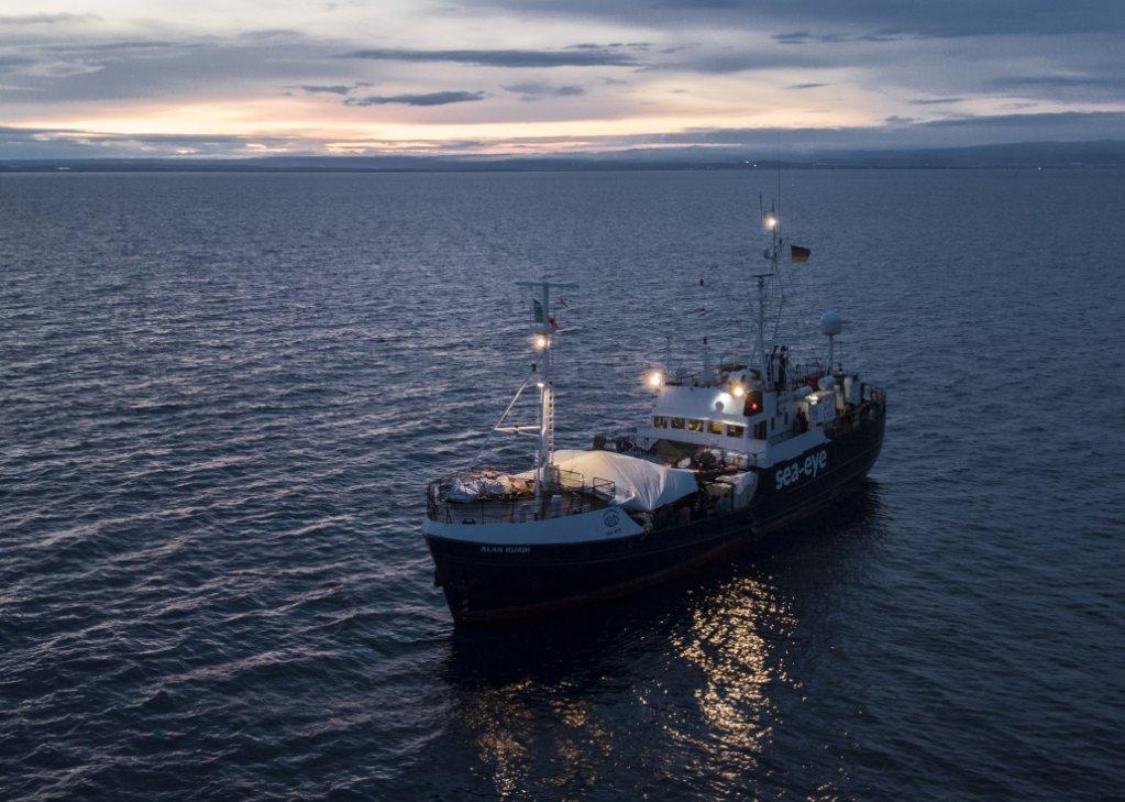 Le Alan Kurdi avait été bloqué par les autorités italiennes en octobre dernier, environ deux semaines après avoir débarqué plus de 125 personnes secourues en mer. Crédit : Sea-Eye
