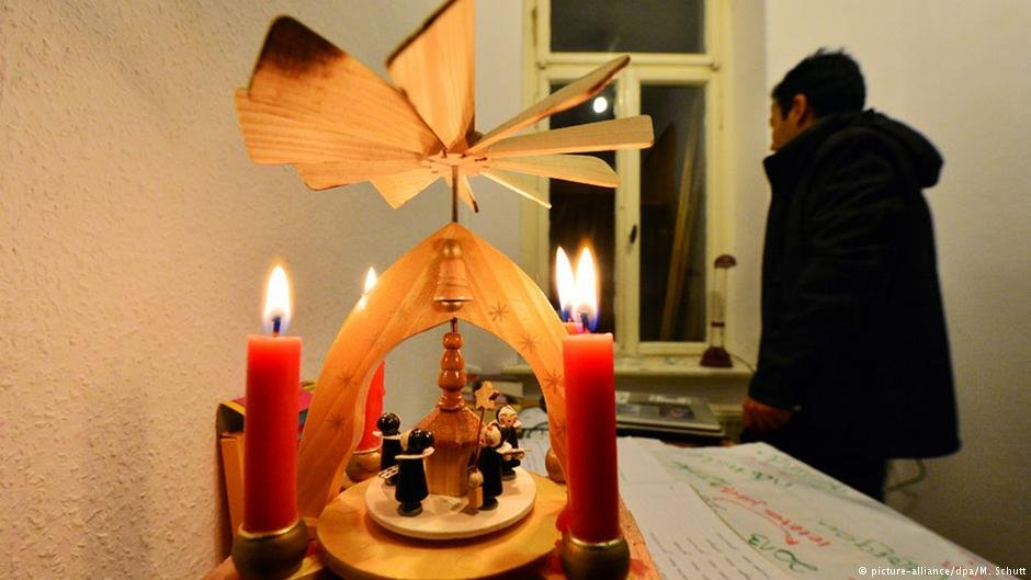 پناه بردن مهاجران به کلیسا ها در آلمان باعث ایجاد مشکل حقوقی شده است