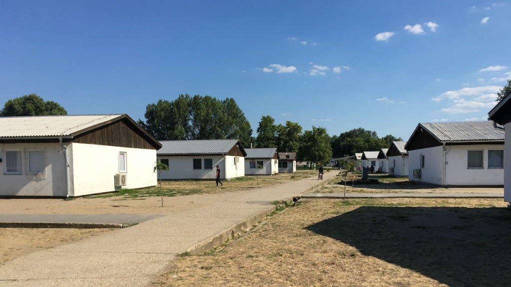 A Krnjaca, comme dans les autres centre d'accueil de Serbie, la majorité des migrants attendent de pouvoir franchir la frontière vers la Hongrie. Crédit : Julia Dumont.