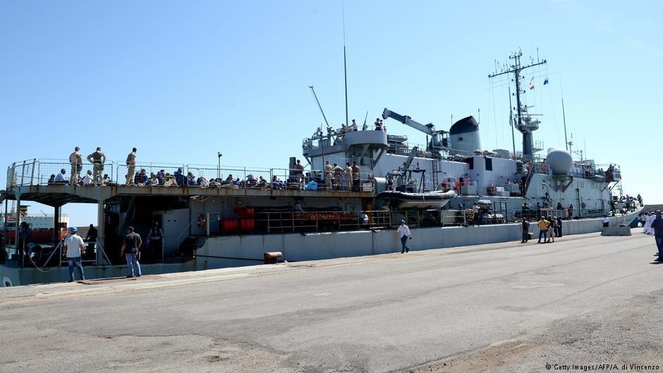 عکس از دویچه وله/ ایتالیا در نظر دارد که بنادر خود را به روی کشتیهای نجاتدهنده پناهجویان کاملاٌ مسدود کند.