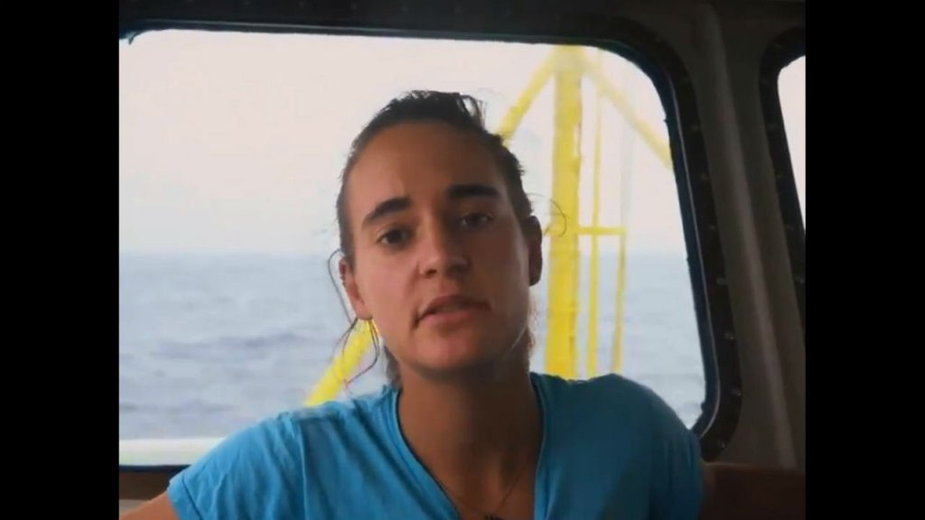 """قبطانة سفينة """"سي وواش3"""" كارولا كريكيت. المصدر: منطمة """"سي ووتش"""""""