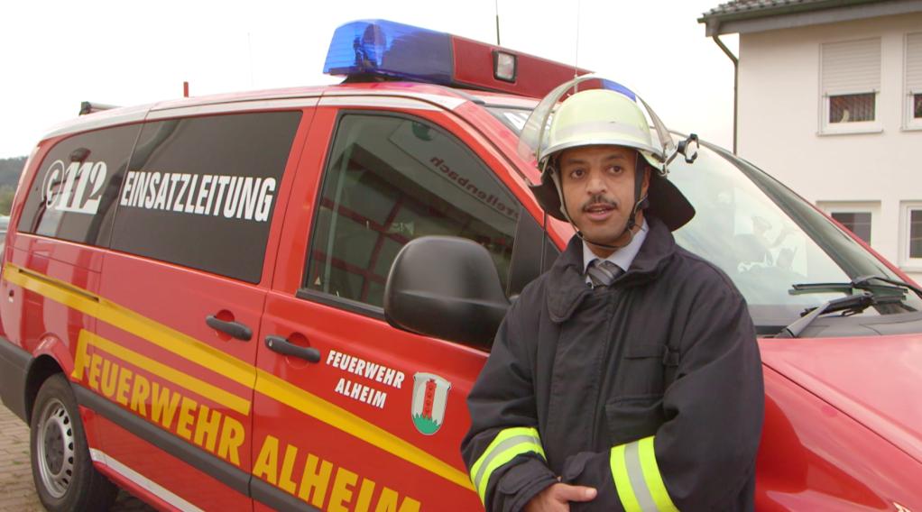 محمد ایاد البندقی، پناهنده سوریایی در آلمان است که به گونه رضاکار در اداره آتش نشانی شهر آلهیم فعالیت میکند.
