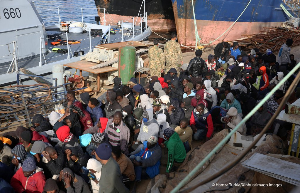 More than 200 migrants were intercepted by the coast guard and returned to Libya on February 10, 2021 | Photo: Hamza Turkia/Xinhua/Imago Images