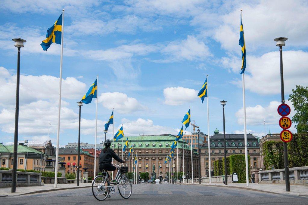 AFP - JONATHAN NACKSTRAND |Une femme fait du vélo à Stockholm le 29 mai 2020. (Photo d'illustration)
