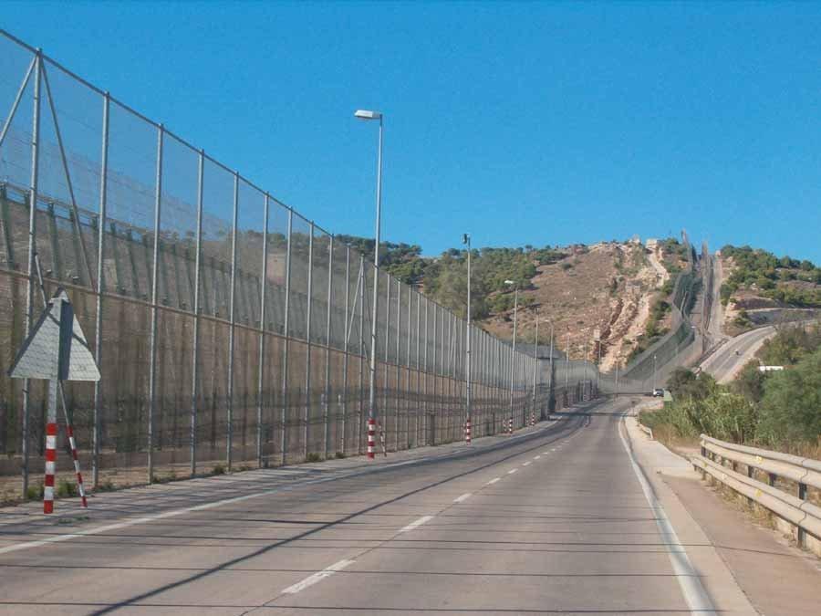 La frontière entre le Maroc et l'enclave espagnole de Ceuta. Credit : Wikicommons