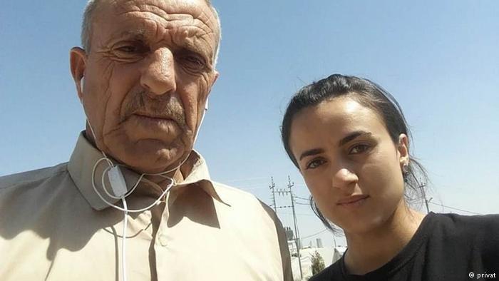 الفتاة الإيزيدية أشواق مع والدها