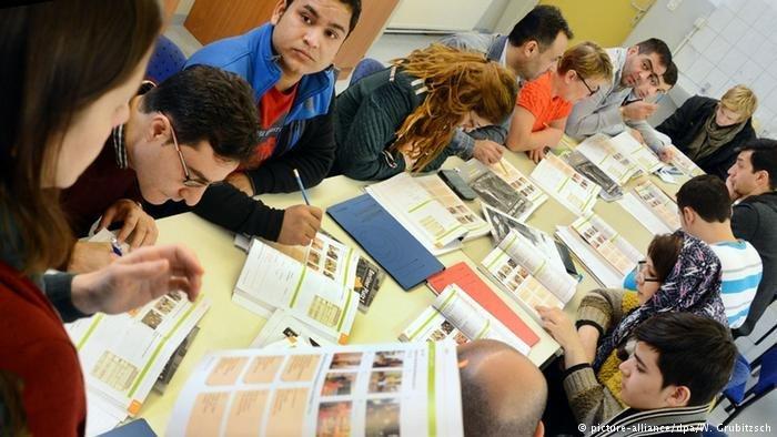 مشاركون في دورة من دورات الاندماج