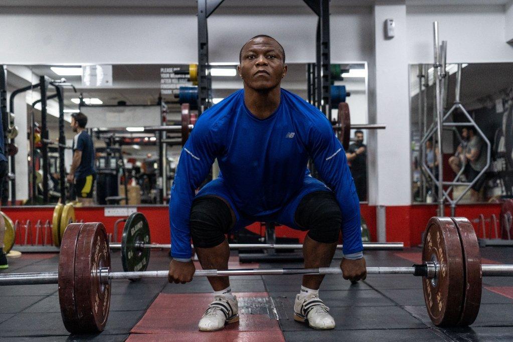 تغلب الرياضي الكامروني الأصل على مشاكله النفسية من خلال العمل والتمارين الرياضية